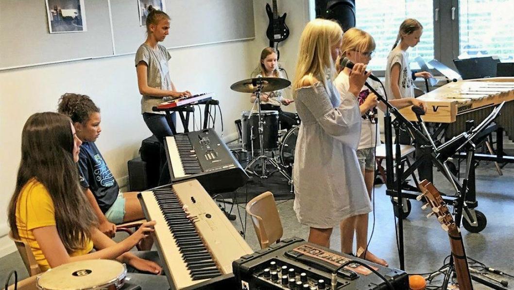 KAN ØKE MED 500 KRONER: Sommerskole er et populært tilbud i Oppegård kommune. 230 barn deltok på sommerskole i 2019 da et ukes kurs kostet 1700 kroner. Nå vil foreslår rådmannen en økning av brukerbetalingen til 2200 kroner i 2020.