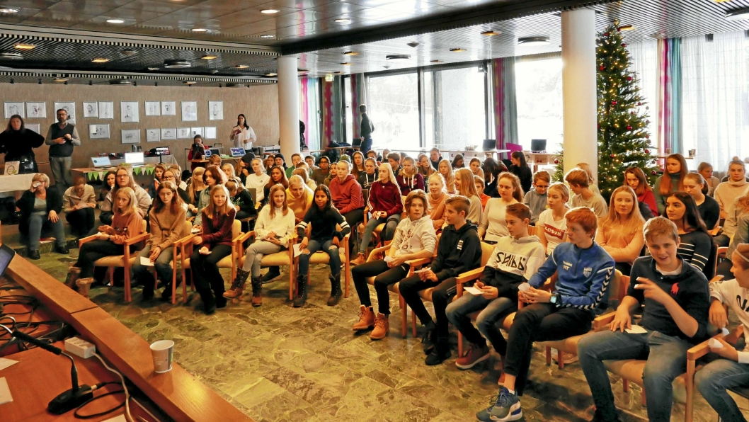 UNGE LOVENDE: Dette bildet er tatt under Ungt entreprenørskap, workshop i Oppegård.