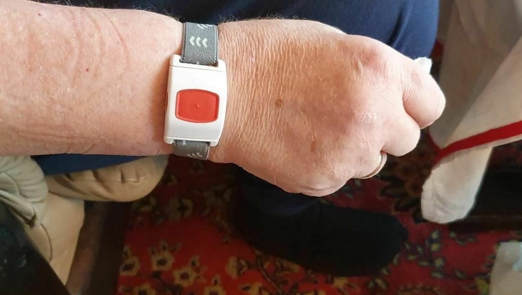 FIKK TRIST BREV FRA ORDFØREREN: Det første som skjer i Nordre Follo er brev i postkassen, om at hjemmeboende syke og uføre skal begynne å betale 500 kroner i måneden for et sikkerhetsalarm-armbånd.