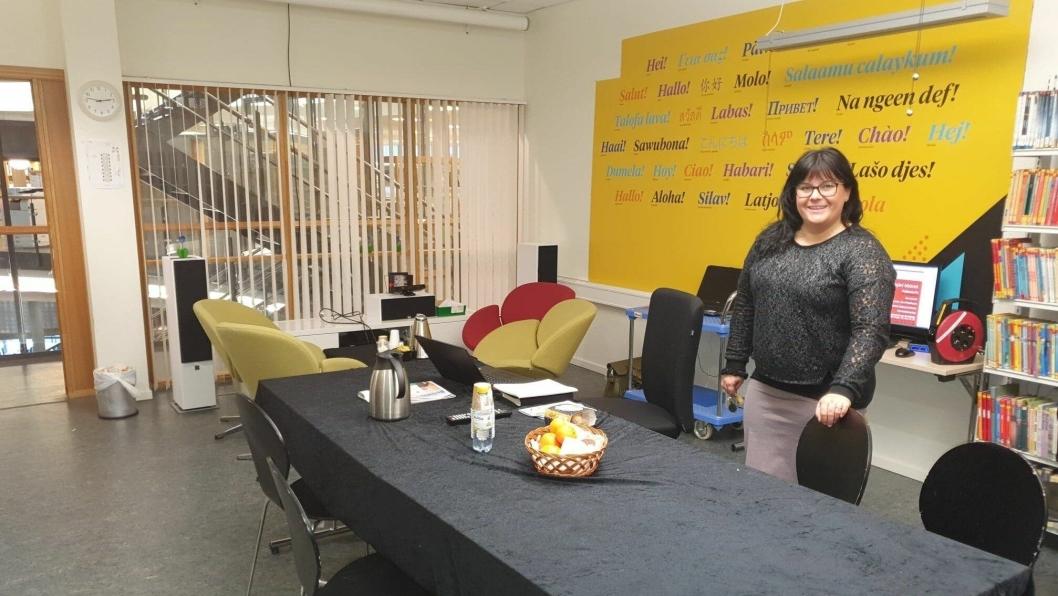 NYTT LOKALT TILBUD: Therese Ines Enger fra Ytre Enebakk betjener innbyggertorget i Kolben kulturhus fra klokken 08.30 til 15.00 i hverdager.