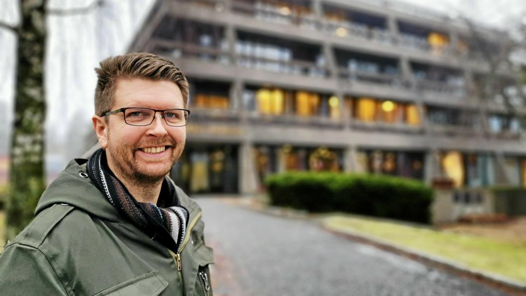 HEIER PÅ OMA: Hans Martin Enger har lenge ønsket seg OMA til sentrum av Kolbotn. Oppegård rådhus seiler opp som ett av alternativene til ny plassering for den populære bruktbutikken.