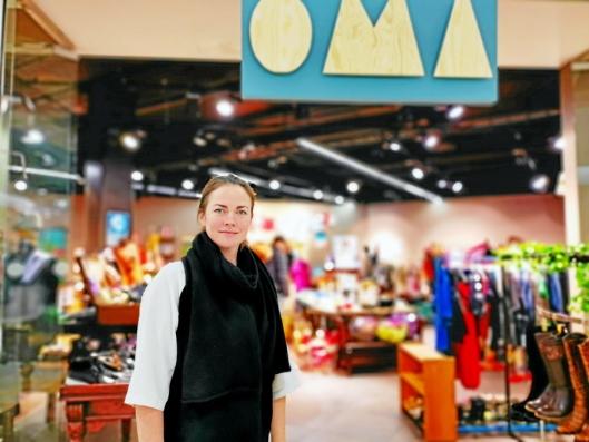 STENGTE: Et par uker før jul stengte OMA-sjef Nora Charlotte Isachsen bruktbutikken på Kolbotn Torg.