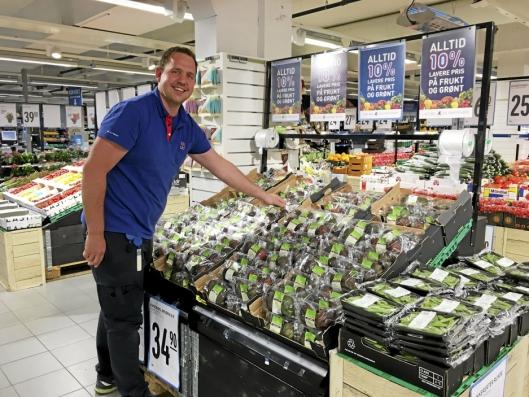FORNØYD: Til tross for en stor nedgang i omsetningen, er kjøppmann Erlend Herbjørnrød førnøyd med resultatene.