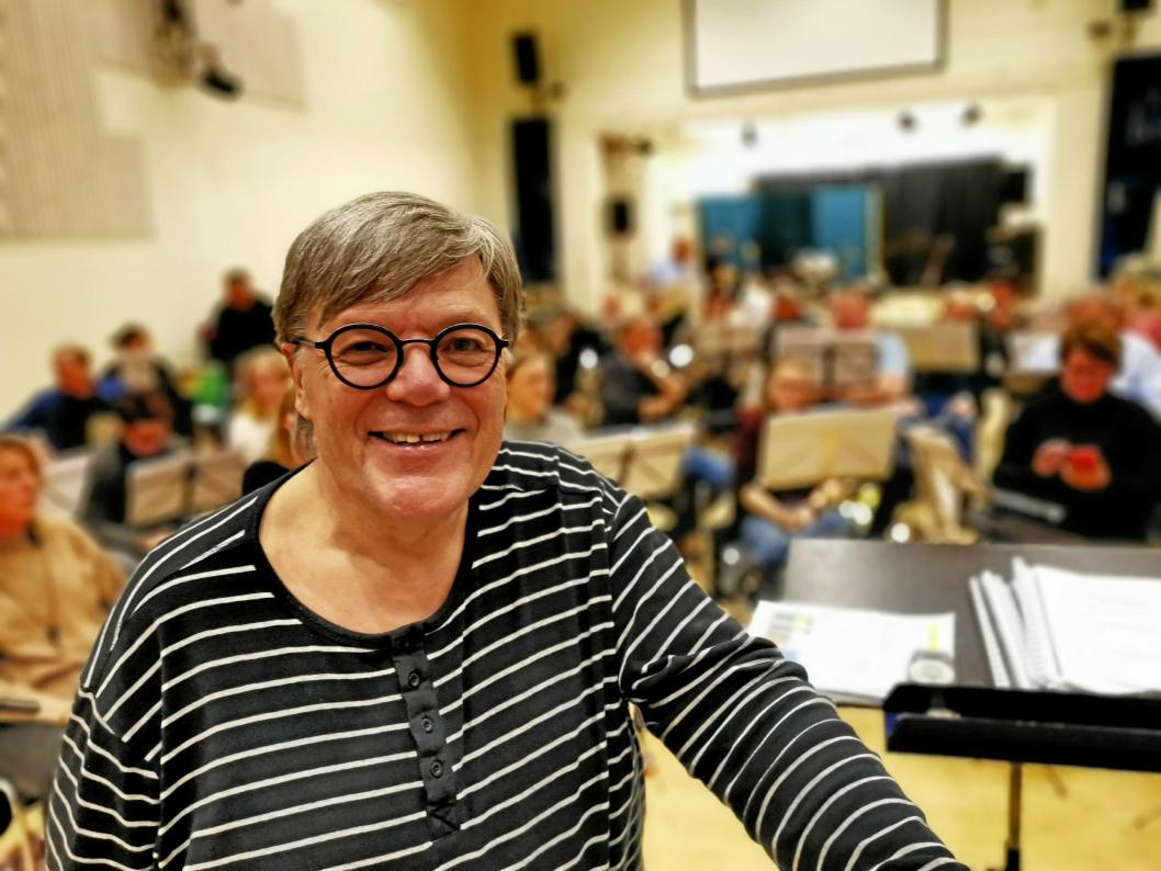 FEIRER STORKOMMUNEN: Dirigent Bjørn Morten Kjærnes avslører at den nye storkommunen vil få en liten markering i starten av konserten.