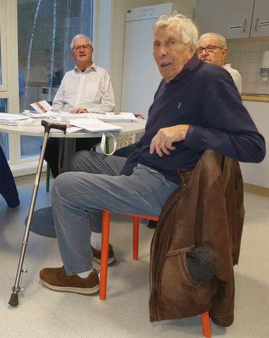 LÆREVILLIG: Per Edvardsen (93) ble meldt på kokkekurs av kona.