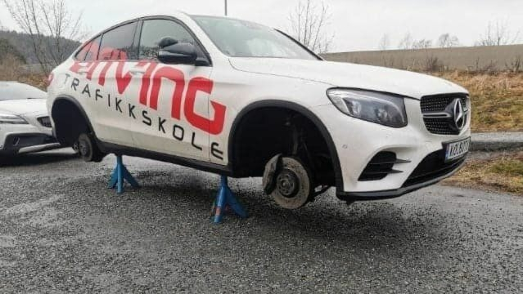 ØDELAGTE DEKK: Noen punktert dekk på til sammen seks biler hos Driving Trafikkskole  på Sofiemyr i løpet av januar.