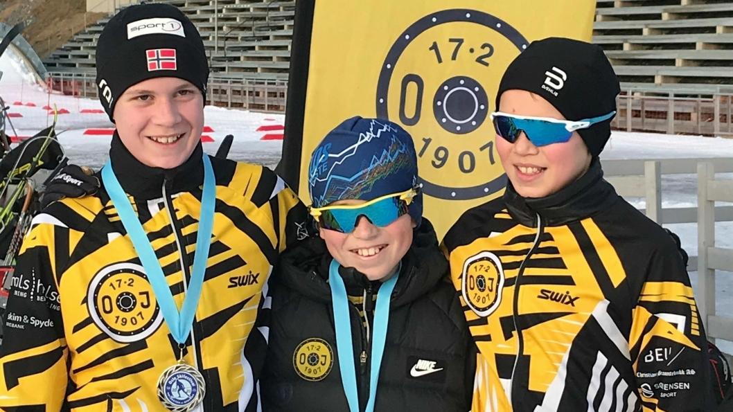 GODT FORNØYD: Stafettlaget i 13/14 kom på en flott 25. plass. Enda alle tre er 13-åringer og de konkurrerte mot rene 14-års lag. Fra venstre: Fredrik Rye-Holmboe, Vetle Haugnes, Filip Vesterby.
