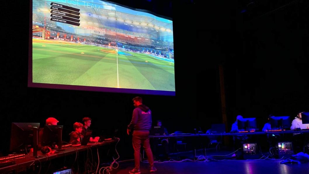 HARD KONKURRANSE: Nordre Follo e-sportlag tapte knepent for Driv i «Rocket League»-turneringen i Kolben i helgen.
