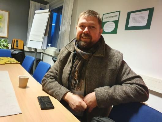 BESØKTE SKOLEN: – En sånn markering gjør noe med oss. Jeg ble varm og god i hjertet av å se de engasjerte ungene og foresatte som fulgte med, sa Arnfinn Almås, fagsjefen for utvikling og forvaltning i oppvekstsektoren i Nordre Follo.