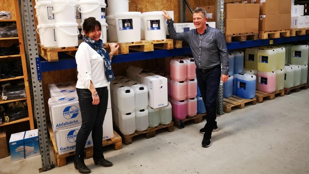 GLADE GASELLER: Miriam Syversen og Svein Cato Nyhagen er partnere både på hjemmebane og i bedriften Teto Handel. Nå har de blitt gasellebedrift med en omsetning i 2018 på 12.97 millioner.