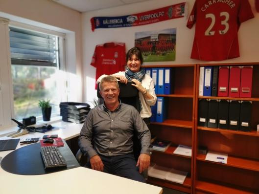 FELLES INTERESSER: Samboerparet Svein Cato Nyhagen og Miriam Syversen deler ikke bare interessen for firmaet, men også en lidenskap for fotballaget Liverpool.
