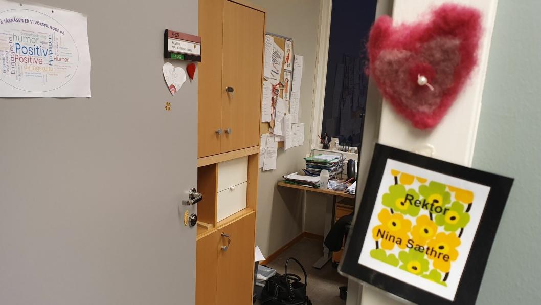 ALLTID ÅPEN: Døren til rektoren er alltid åpen.