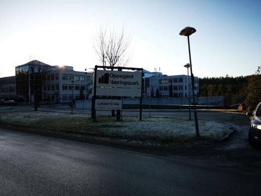 LOKALT LAGER: Teto Handel har kontor og lager i Oppegård Næringspark på Trollåsen.