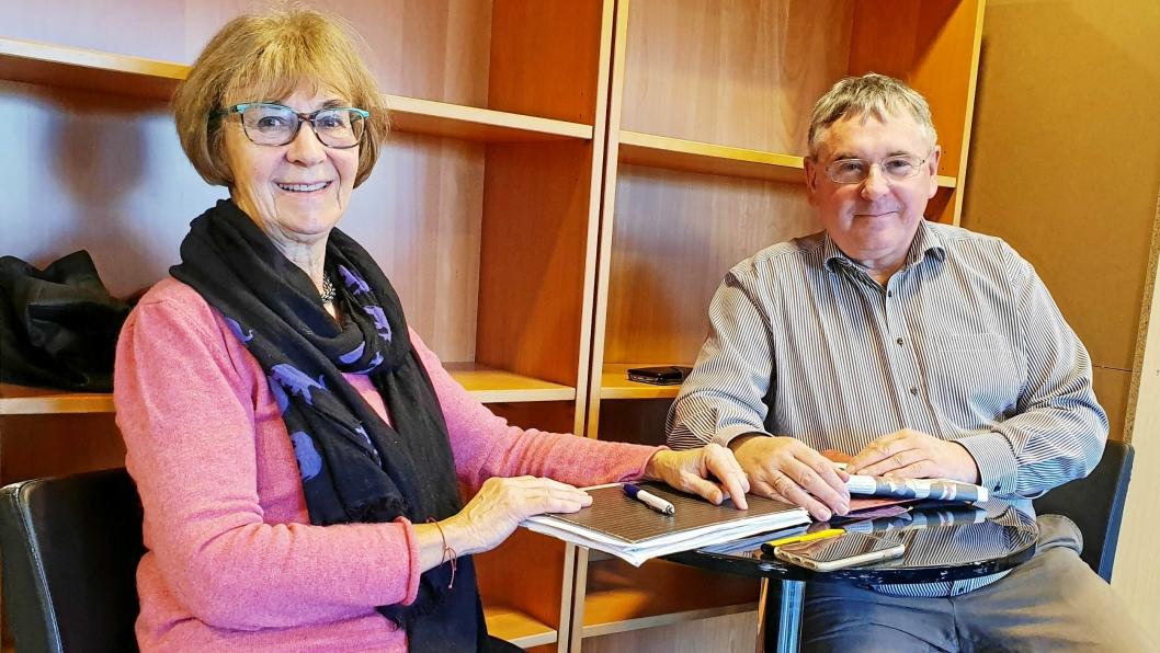 """INITIATIVTAKERNE: Frivillig Anne Anderssen fra """"Bestemorsbedriften"""" og Bernd Gutbier fra Oppegård Røde Kors håper på at næringsdrivende i Nordre Follo støtter prosjektet i 2020."""