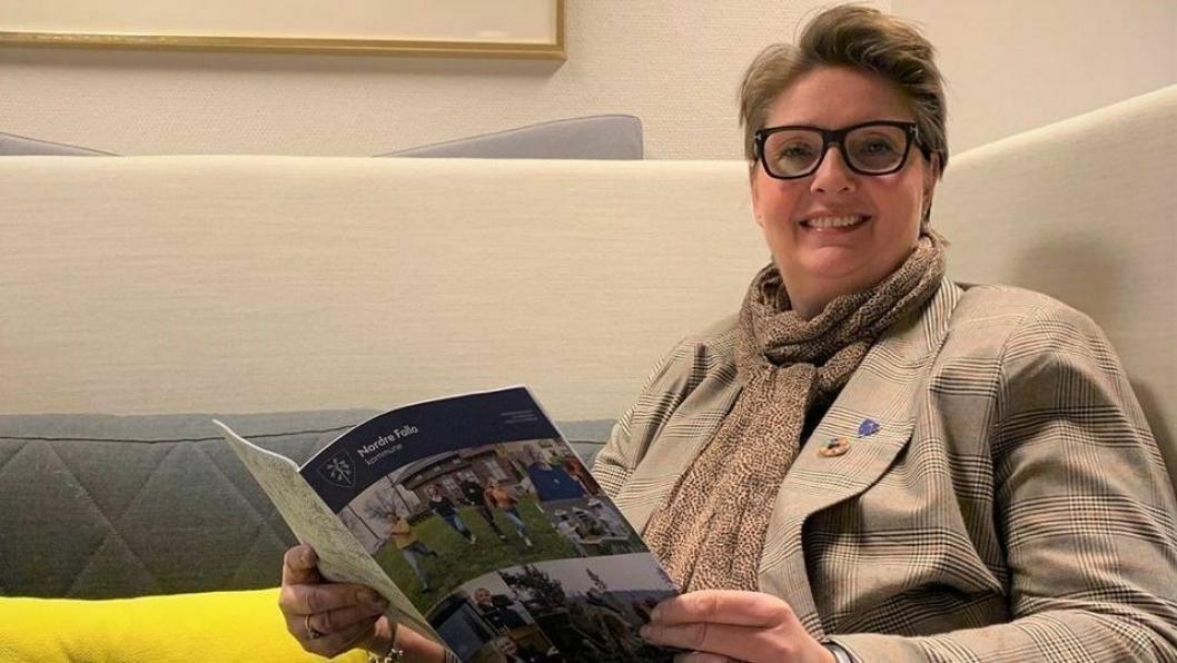 KOMMER PÅ BESØK: Hanne Opdan er på besøk i biblioteket på Kolbotn lørdag 1. februar.