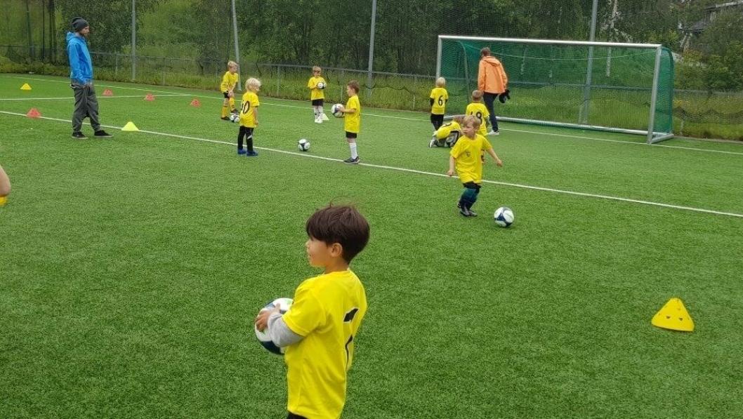 DE MINSTE: Putteskolen er et fotballtilbud for de som starter i første klasse til høsten. Bildet er tatt fra fjorårets putteskole.