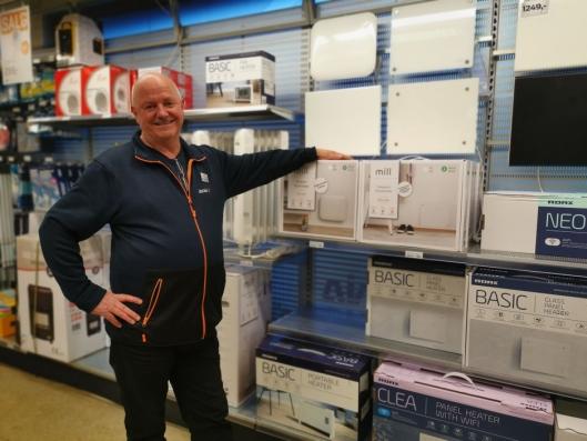 KOMPLETT: Rolf Eriksen, butikksjef på Jernia i Sentrumsbygget, tar over kjøkkenavdelingen.
