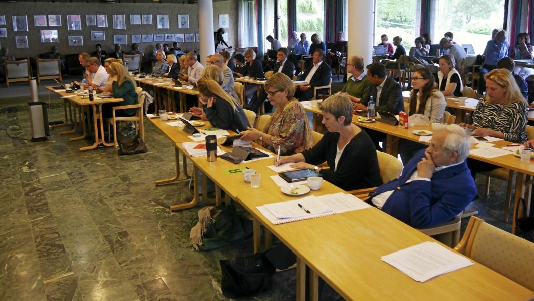 """– IKKE BARE HØYRES SKYLD: """"Jeg reagerer på at det legges all skyld på Høyre når det gjelder manglende vedlikehold av skolebyggene i Oppegård. Alle partiene stemte for tiltaksplanen for skolene i Oppegård. Ingen partier har fremmet noe alternativ til tiltak eller vedlikehold"""", sa Helge Marstrander overfor Oppegård Avis."""