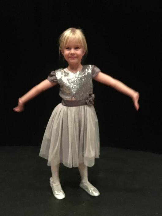 SIDEN HUN VAR FEM ÅR: Dansegleden og interessen for ballett fikk Maya (9) da hun var fem år og startet på Liv Steens ballettskole på Kolbotn.