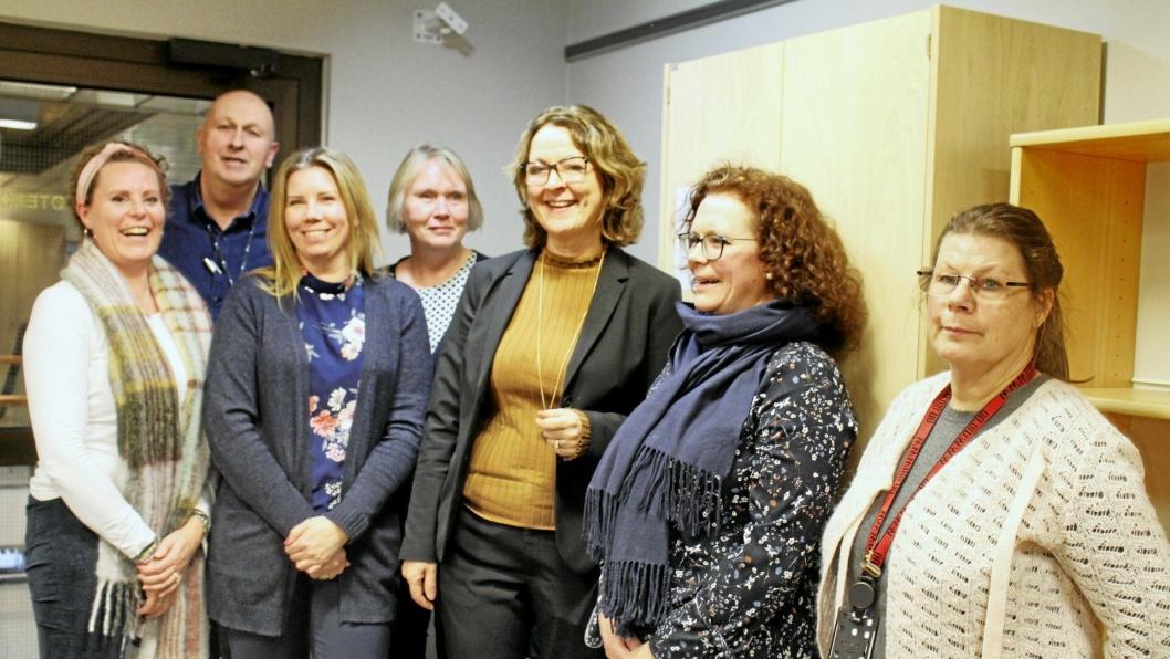 HELSE-SAMLING: Hovedtillitsvalgt i sykepleierforbundet, Jøri Fredstad, Fritz Solhaug (kommunalsjef i Frogn), Marita Kolstrøm (leder Follo LMS), Else Karin Myhrene (kommunalsjef i Nordre Follo), Marit Kronborg (kommunalsjef i Nordre Follo), Marit Roxrud Leinhardt (kommunalsjef i Ås) og Anna- Lena Dypdalen (prosjektleder for Nordre Follo LMS og døgnlegevakt ) ser fram til et godt samarbeid Follo-kommunene imellom.