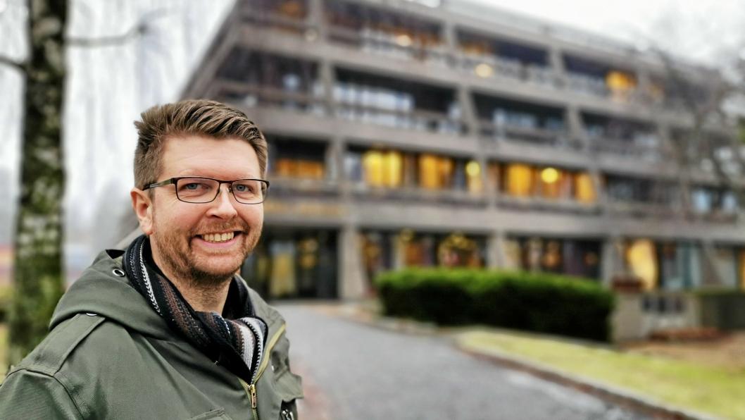 DOLLARGLIS: Hans Martin Enger (og kommunen) trenger mer penger. Spørsmålet er om eiendomsskatt eller salg av eiendommer (som Rådhuset) vil være den beste løsningen.