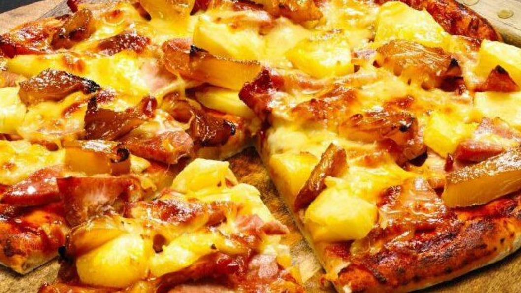 LOV ELLER IKKE?: Vi tar en av de viktigste debattene. Ananas eller ikke på pizza.