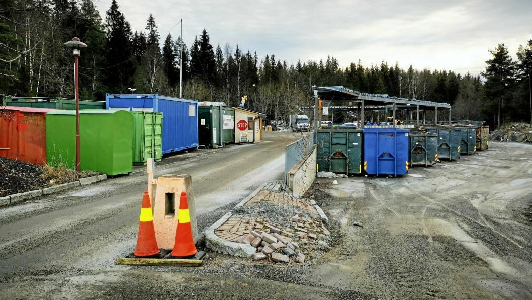 STENGTE: Gjenvinningsstasjonen på Sofiemyr ble stengt da den mistenkelige gjenstanden ble oppdaget. Heldivis viste det seg å være falsk alarm.