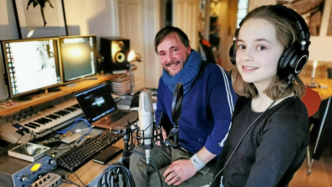 HER STARTET DET: Hjemme hos pappa Tommy Haugan på Solbråtan ble poplåten «Tia går fort» unnfanget. Nå både gleder og gruer Lisa M seg til å synge i UKM 15. mars.