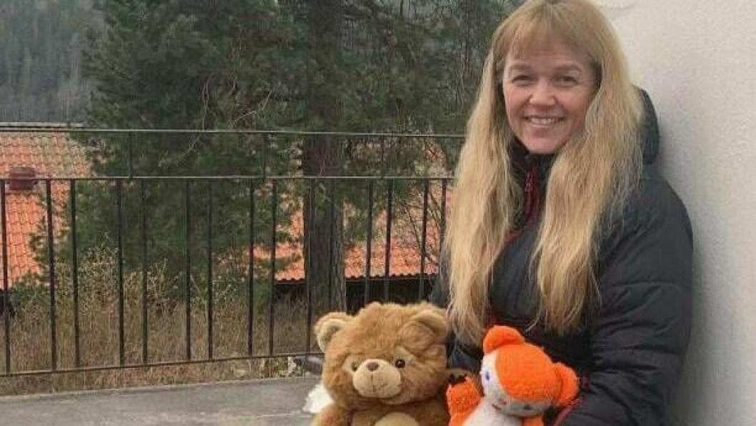 INVITERER ALLE TIL Å BLI MED: Initiativtaker Monica Merete Jensen håper mange vil bli med på bamsejakten.