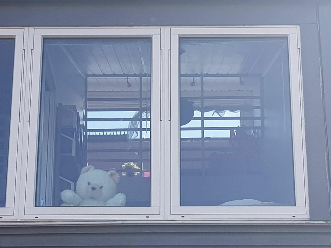 BAMSEMUMS: Hjemme hos Selma (10) i Harald Hårfagres vei 18H på Sofiemyr venter Bamsemums spent på besøk.