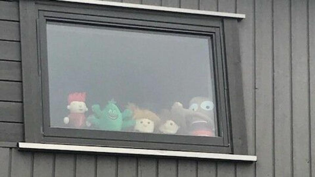 VENTER PÅ BARNA: Tirsdag åpner barnehagene igjen. I mange barnehager, som her i Gimleveien på Tårnåsen, står bamsene klare og venter.
