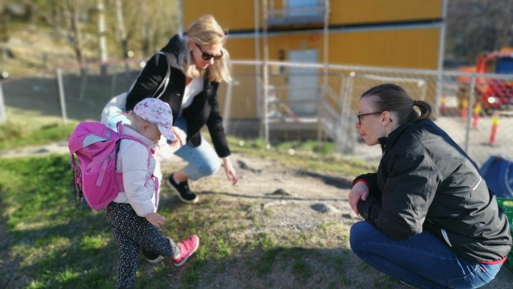 GLEDELIG GJENSYN: Men Sofia (3) var også litt spent da hun fikk møte igjen Anna, som jobber i barnehagen på Kolbotn.