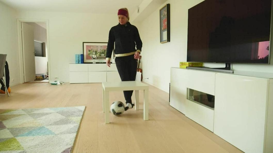 UTSTYR: bruk det du har hjemme, og man trenger ikke mye eller dyrt utstyr for å spille fotball, er beskjeden fra TV2s fotballekspert.