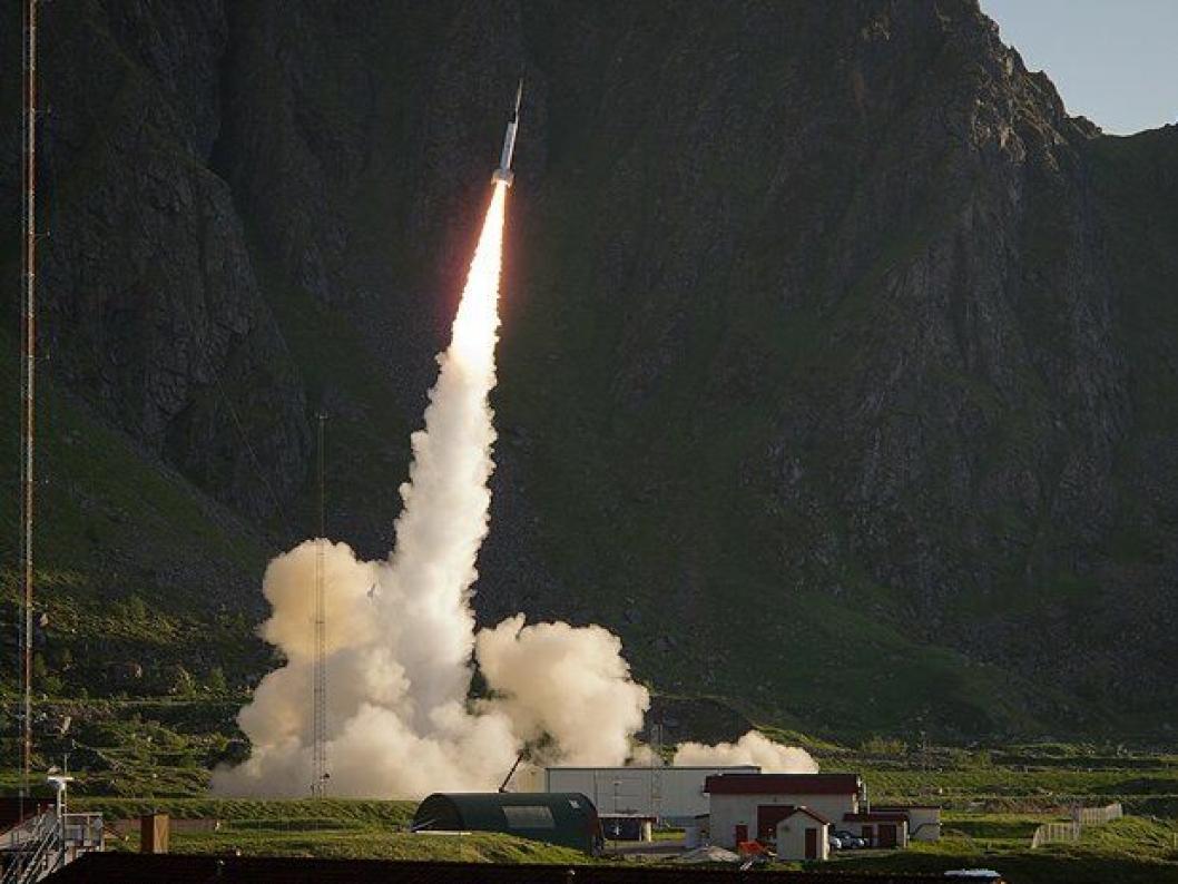 HØYDEPUNKTET: På Andøya skytes det stadig opp romforskningsraketter. Mot slutten av skoleåret er det fortsatt planen at elevene skal skyte opp en rakett som de selv har bygd sensorene til.<br /><br />