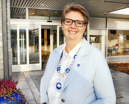 GLEDER SEG: – Jeg har sett frem til prosjektet med selvgående busser og er glad for Ruter peker på Ski by som egnet til dette prosjektet, sier ordfører Hanne Opdan i Nordre Follo kommune.