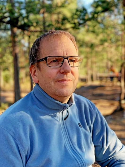 TRIST: Helge Marstrander er profilert lokalpolitiker, og sitter blant i formannskapet for Høyre.