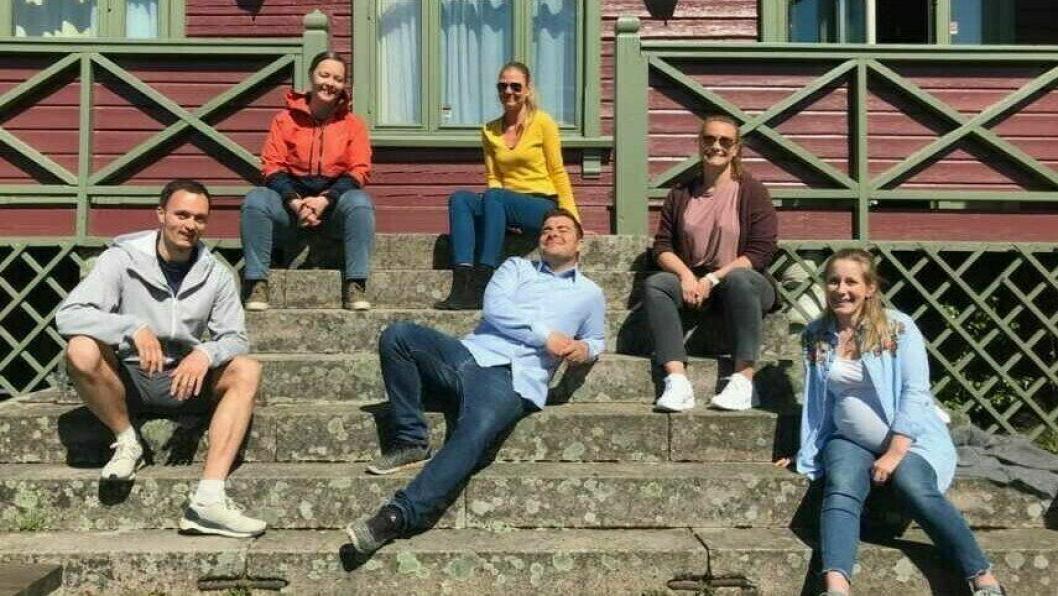 KURSET: Glade ansatte fra Frisklivssentralen ble kurset av Martin Giæver (i midten). Nå skal de bli enda bedre på digitale flater.