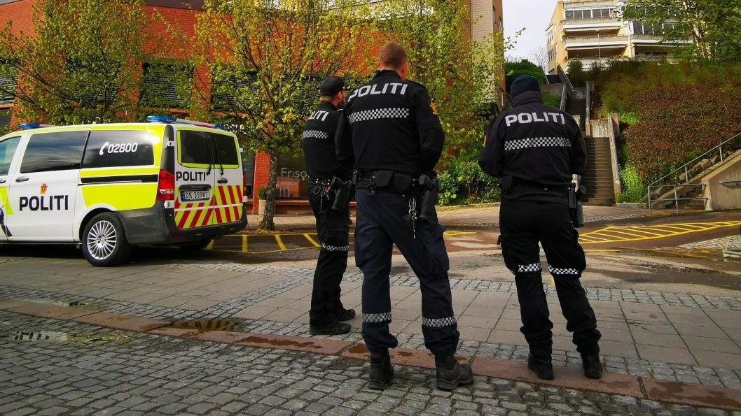 BASE VED STASJONEN: Politiet hadde base ved Kolbotn stasjonen mens søket pågikk.