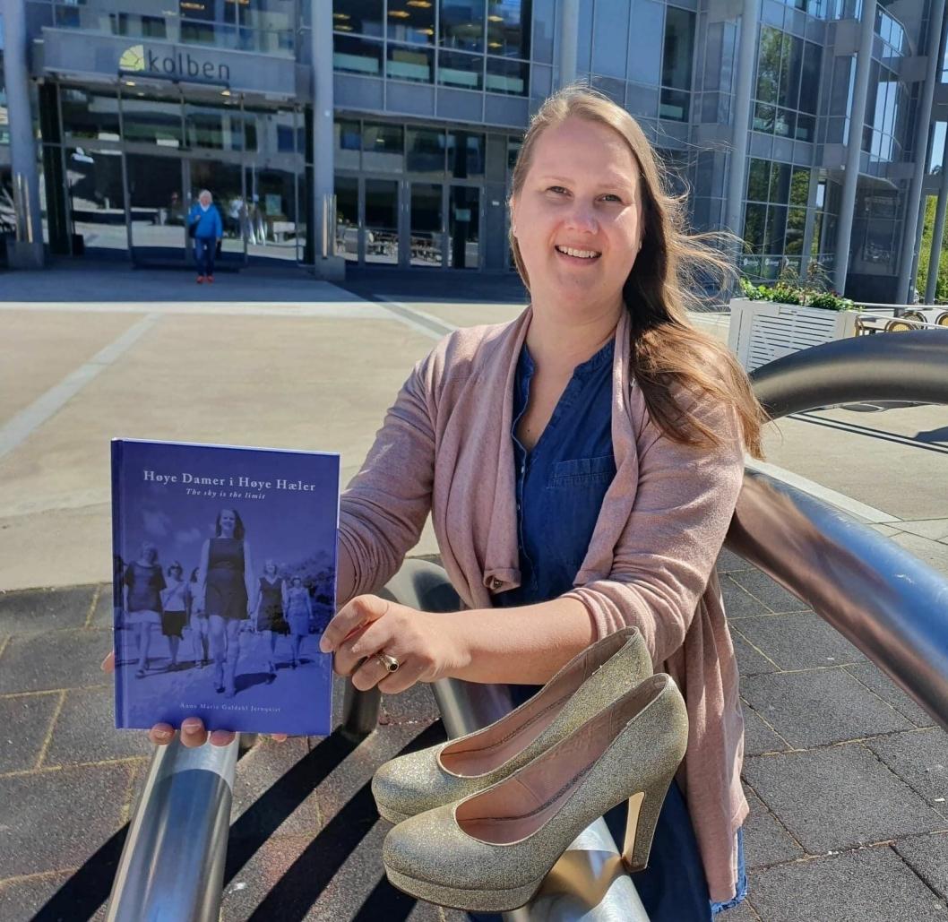 """NYBAKT FORFATTER: Anne Marie Guldahl Jernquist har debutert med boken """"Høye Damer i Høye Hæler – <em>The Sky is The Limit</em>""""."""