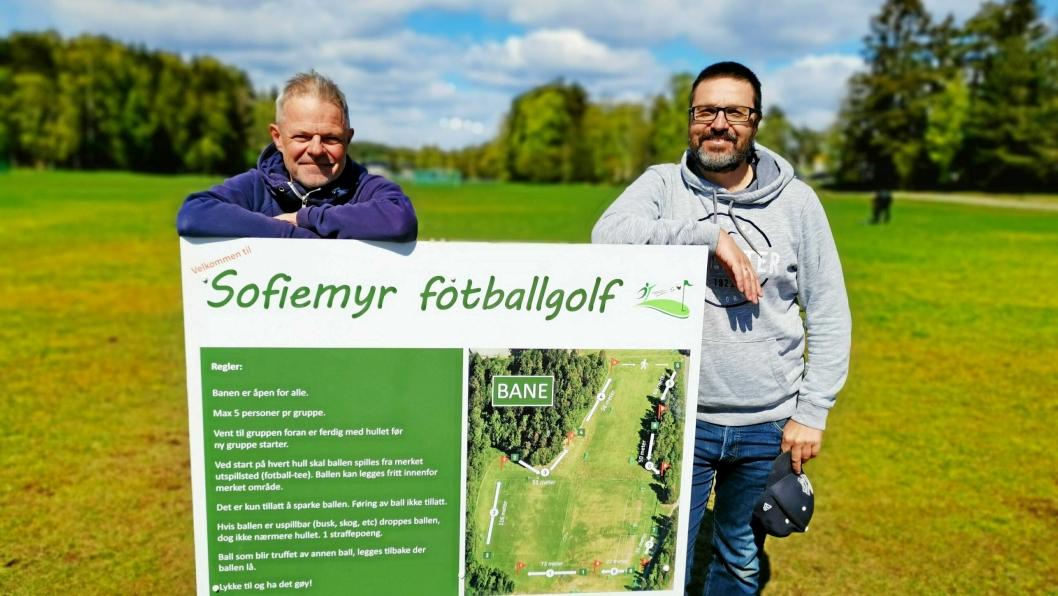 VELKOMMEN TIL GOLF: Pål Wirak (t.v.) og Knut Erik Sturm er stolte av anlegget som ble klart på rekordtid. Nå inviterer de alle til å prøve ut fotballgolfbanen på Sofiemyr.