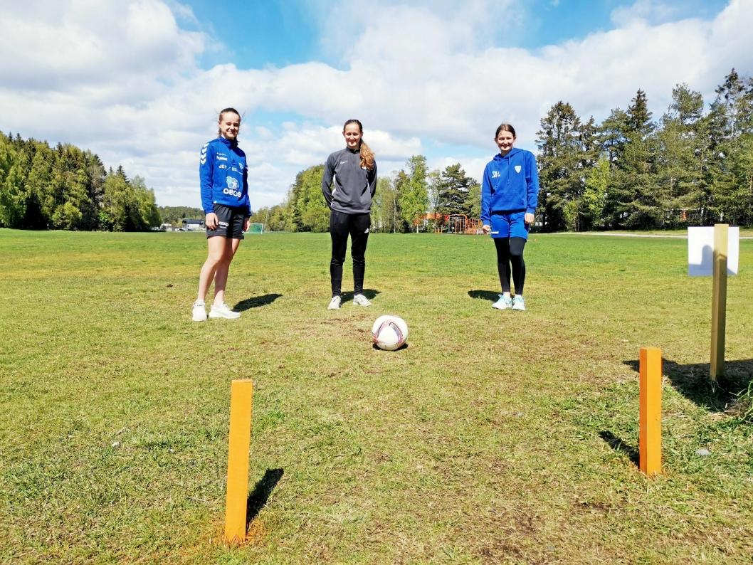 LIKER FOTBALLGOLF: Venninnene Nathalie Jørgensen, Guro Møller og Andrea Møller har allerede prøvd seg på fotballgolfbanen.