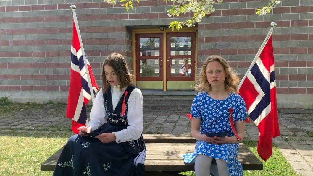 ELEVRÅDET PÅ SOFIEMYR: På bildet kan du se nestleder og leder for elevrådet ved Sofiemyr skole, Julie Westen (12) og Thora Sandvik-Kleppestø (12).