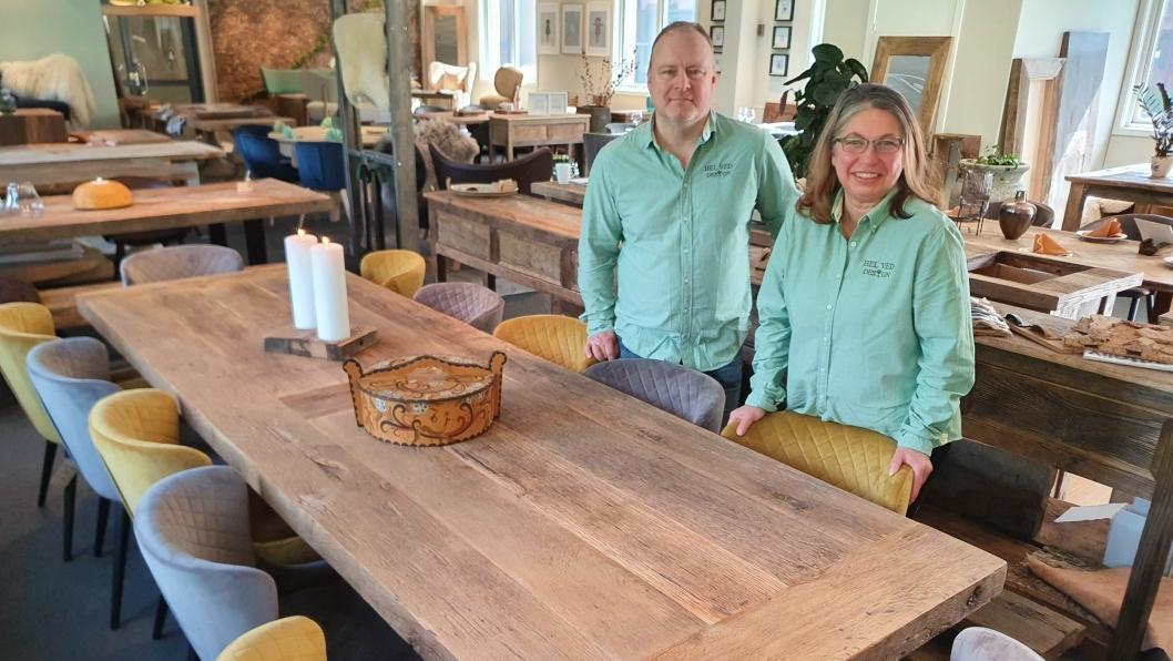 ÅPNET BUTIKK I MARS: Kjæresteparet Eric Jones og Svetla Strand fra Hvitsten har nylig åpnet en ny butikk på Trollåsen.