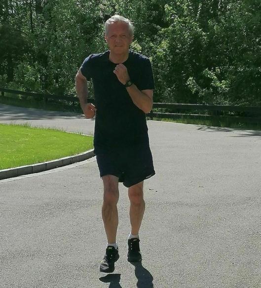 """FØRSTE JOGGETUR: """"Første joggetur etter korona gjennomført! Dårlig tid, men med litt nedsatt lungekapasitet etter sykdommen er det deilig å være i gang med opptreningen. Det går raskt fremover"""", skrev Sven Torneberg på sin Facebook-side mandag denne uken."""