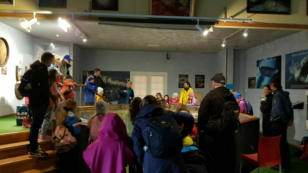 DRØBAK AKVARIUM: Over 20 barn storkoste seg på besøk i Drøbak Akvarium sist søndag.