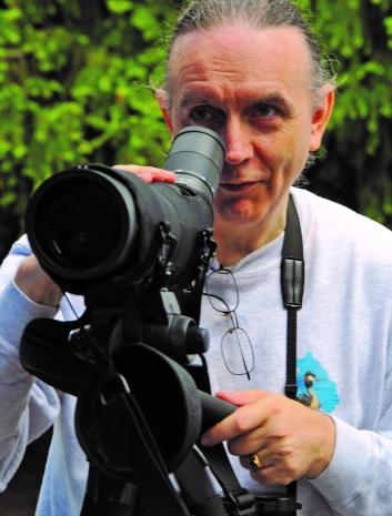 OPPTATT AV FUGLEVERN: Leder i Norsk Ornitologisk Forening, Håkan Billing.