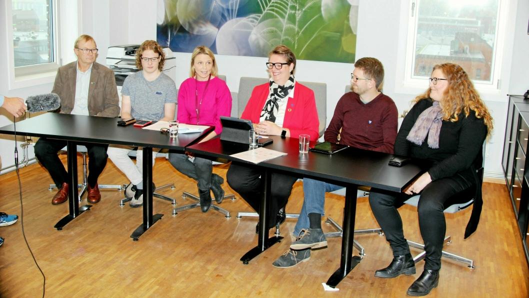 ENIGE OM LØSNINGEN: På bildet ser du flertallspartiene i Nordre Follo, representert av Tor Anders Østby (Sp), Simen Bondevik (KrF), Camilla Hille (V), Hanne Opdan (Ap), Hans Martin Enger (MDG) og Elin Skifjell (SV).