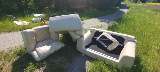 Kastet sofaen midt på turstien