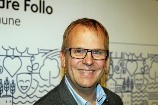 – BEKLAGELIG: – Det er beklagelig at Tømtebanen kunstgress ikke er på plass som forventet, sier Helge Marstrander (H).