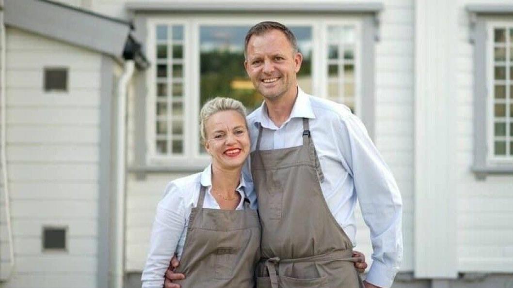 ØNSKER ALLE VELKOMMEN: Helene Jahren (vertinne og restaurantsjef) og Vebjørn K. Aarflot (daglig leder og medeier) ønsker alle velkommen.